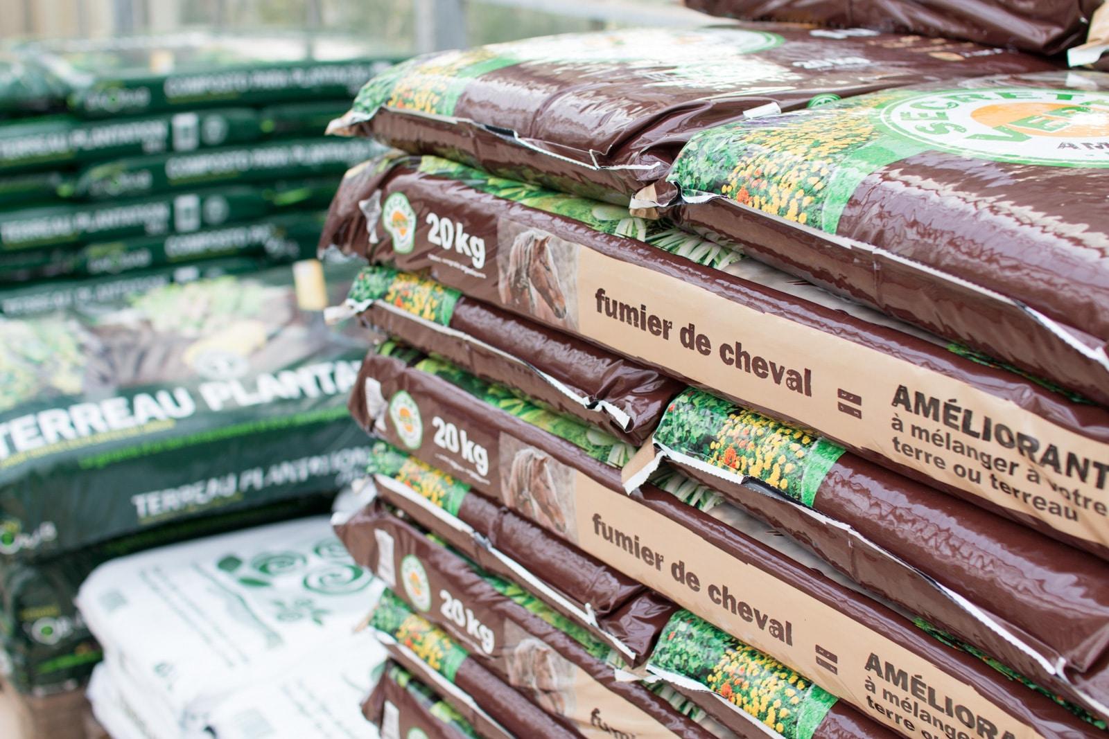 Terreau, engrais, produits d'entretien du jardin...